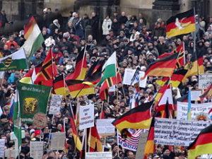 Rechtsextremismus: PEGIDA-Demo in Dresden 2015