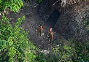 Missionierung isoliert lebende Indigener