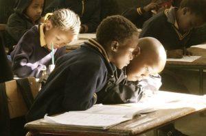 Ohne Zugang zu Bildung haben Menschen keine großen Chancen auf ein würdevolles Leben.