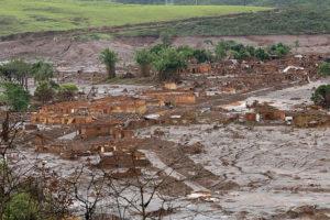 Folgen des Dammbruchs am Rio Doce 2015