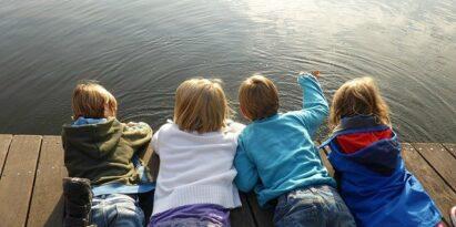 Kinder benötigen soziale Kontakte, mehr als Erwachsene